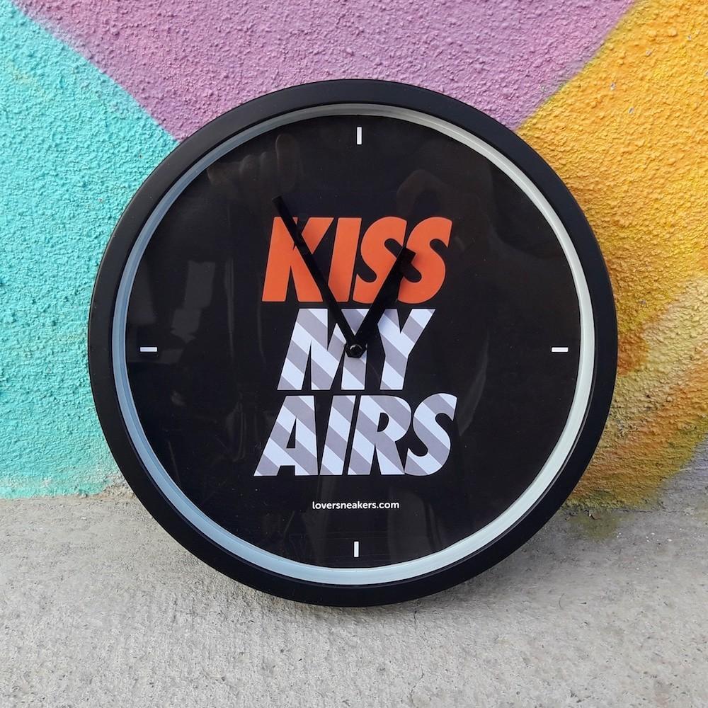 Wall Clock KissmyAirs OG Box