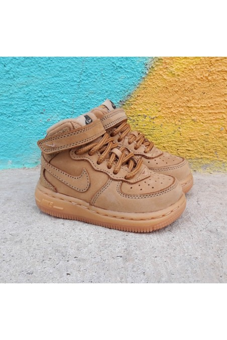 Nike Air Force 1 Mid LV8 TD...