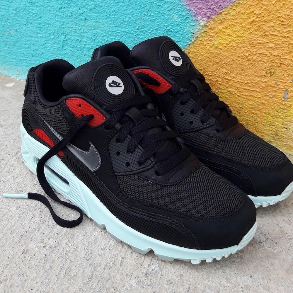 Nike Air Max 90 Premium...